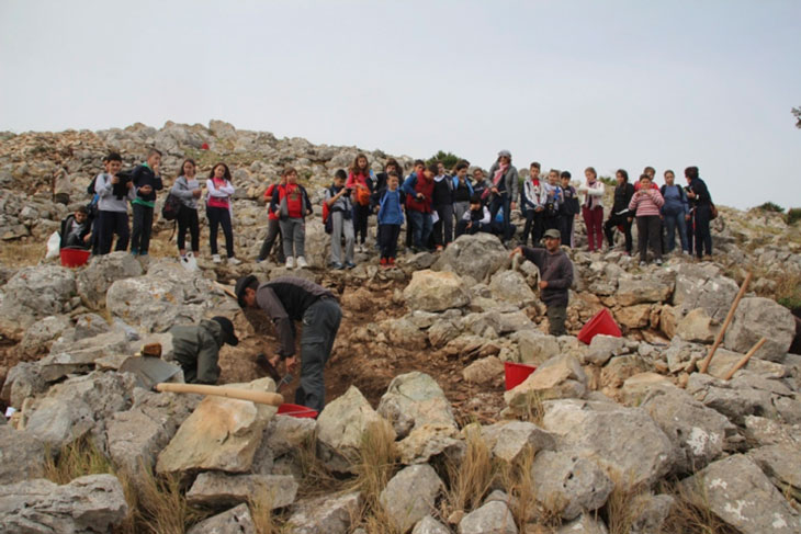 Local school visits the archaeological excavation